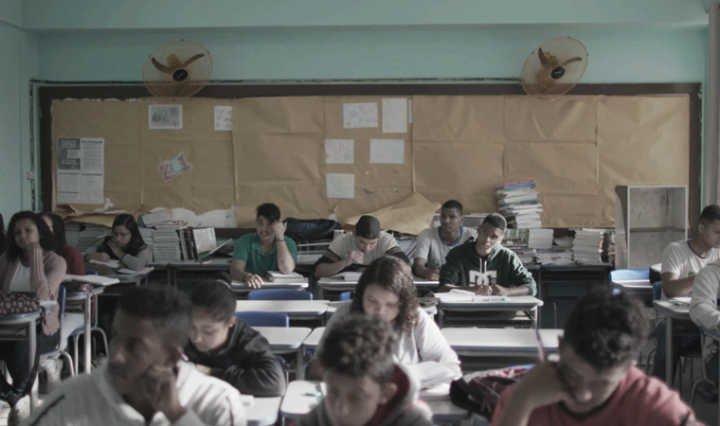 Nunca me sonharam: um conto-de-fadas sobre a educação